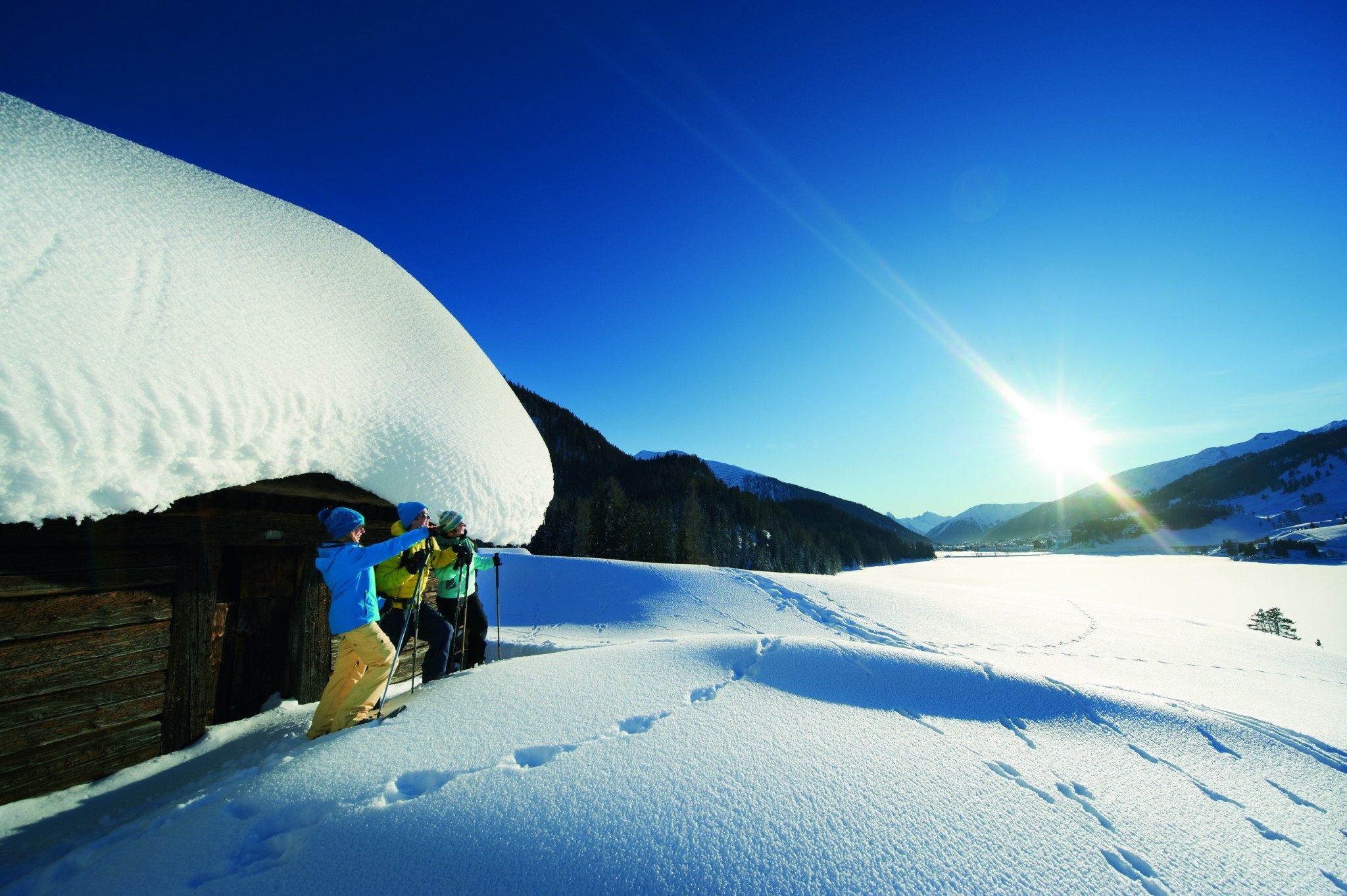 Schneeschuhlaufen_Pause_Blick auf Davosersee_01