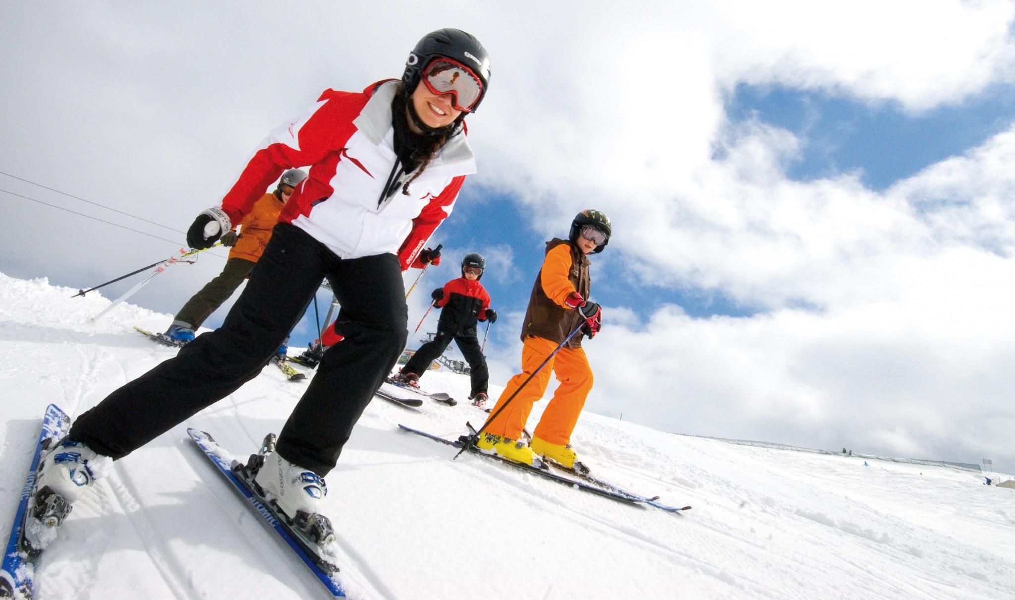 Children skiing (c) Alpbachtal Seenland Tourismus
