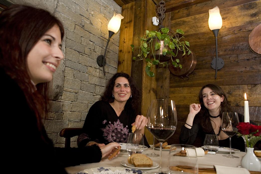Ragazze al ristorante 1 - Girls in the restaurant 1