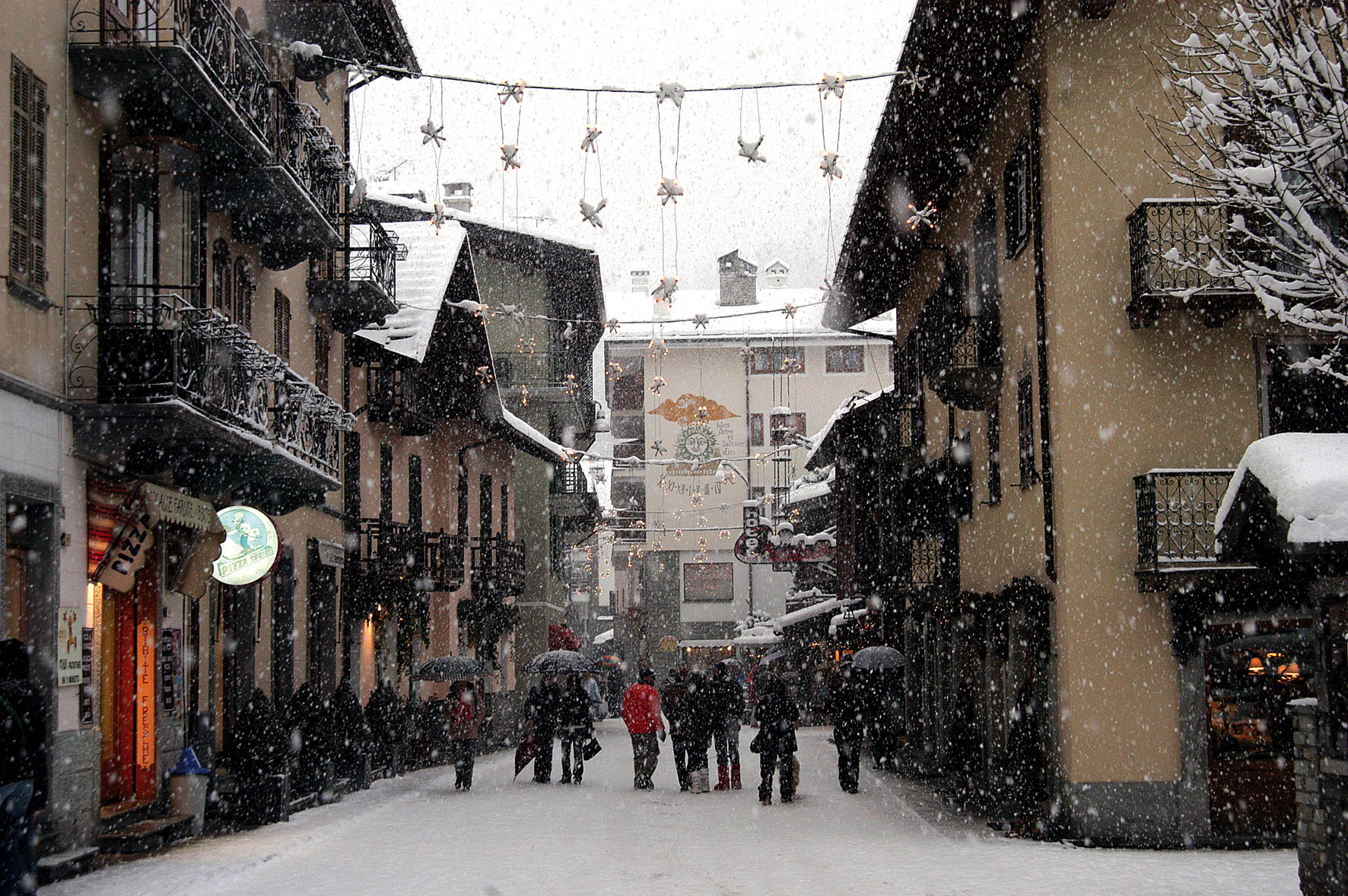 Via Roma inverno 1 - Pedastrian area in winter 1
