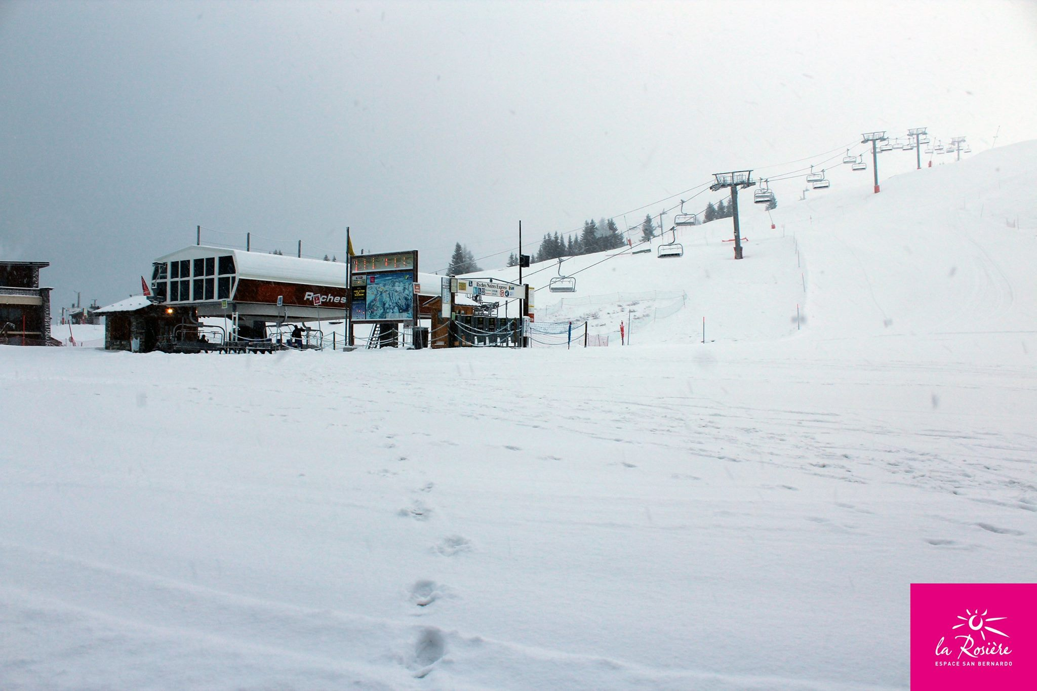 Where 39 s the best snow in italy this week to january 14th for Europe in november