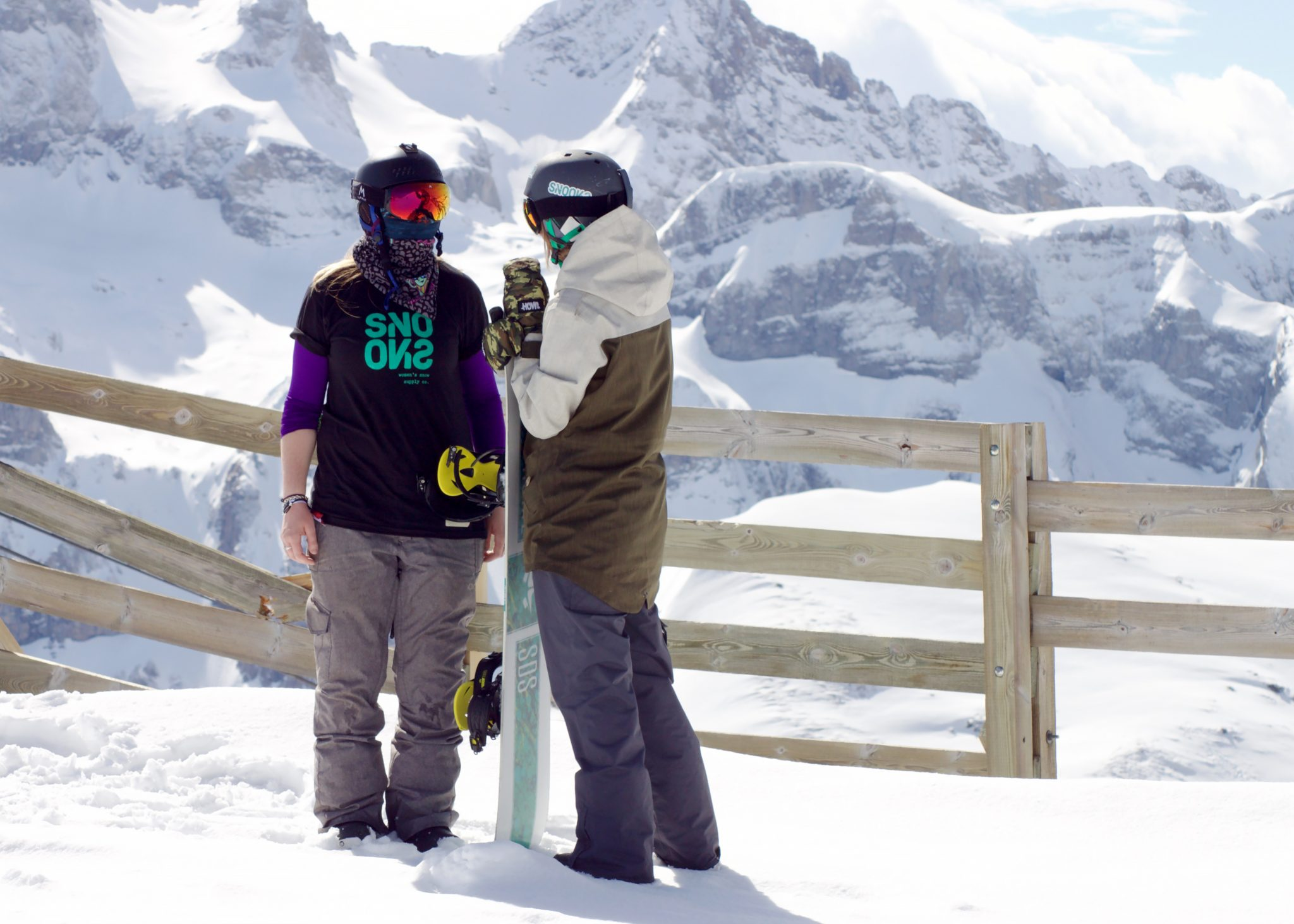 Co-founders Susie Beere and Sophie Kelly are both snowboarders themselves  and SNOOKS was born out of their own issues with the current women s snow  wear ... 607b4b055