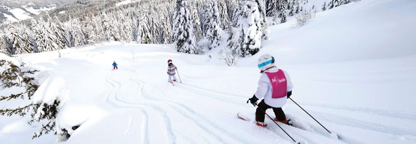 SKIING WITH CHILDREN - Choosing the Right Family-Friendly Ski Resort
