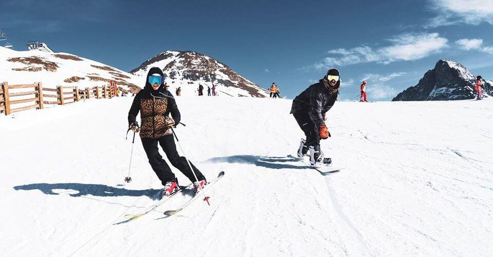 Spring skiing 2 Alpes tandem speedriding